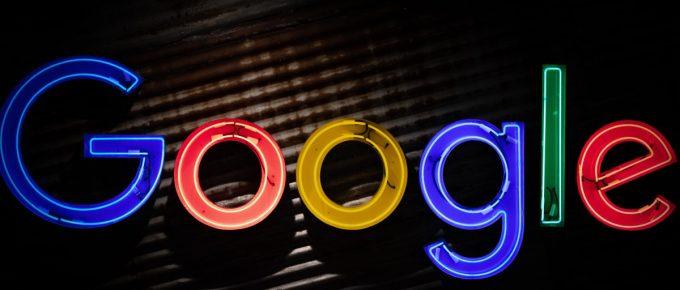 """słowo """"Google"""" z neonów"""
